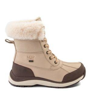 UGG Adirondack III Boot in sand size 9.5 NEWW